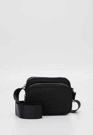 SUND CROSSBODY BAG - Skuldertasker - black