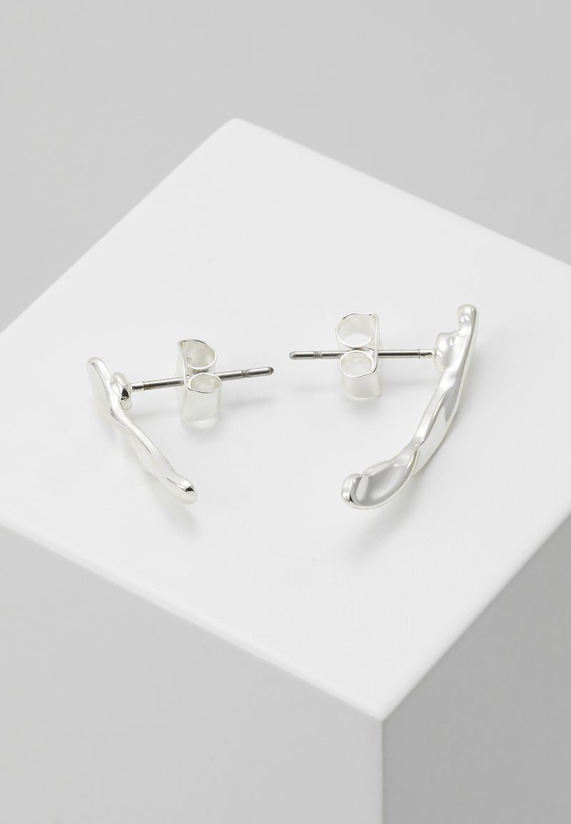 Weekday - JOHANNA CRAWLER EARRING - Ohrringe - silver-coloured