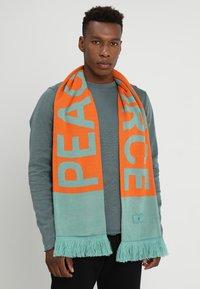 Weekday - BECK SCARF - Šátek - orange - 0
