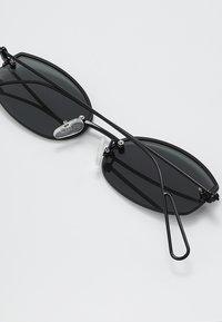 Weekday - SHUTTLE SUNGLASSES - Solbriller - black - 4