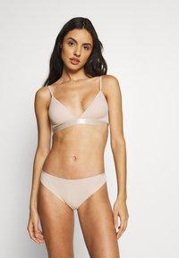 Weekday - AURORA SOFT BRA 2 PACK - Triangle bra - black/nude - 0