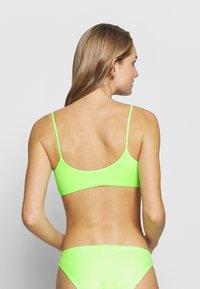 Weekday - SUN STRUCTURE SWIM - Top de bikini - yellow - 2