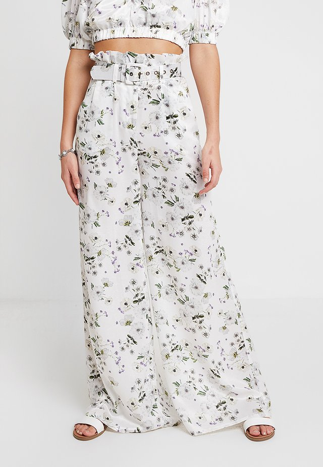 FRENCHIE PALAZZO PANT - Stoffhose - white bouquet