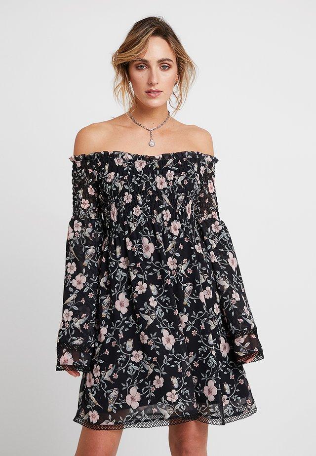 NELLIE DRESS - Freizeitkleid - black/pink