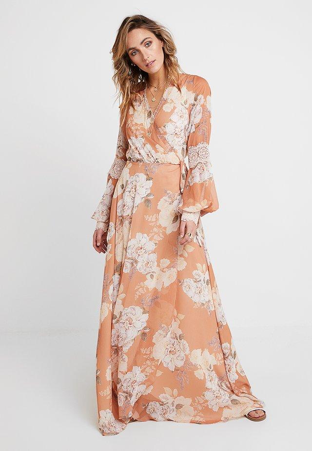NELLIE WRAP DRESS - Maxi šaty - peach blossom