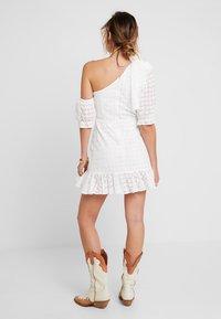 We are Kindred - SOOKIE ASYMMETRIC DRESS - Denní šaty - broiderie white - 2