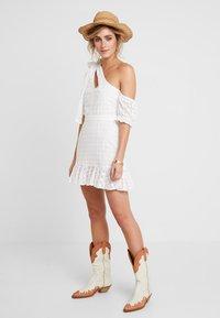 We are Kindred - SOOKIE ASYMMETRIC DRESS - Denní šaty - broiderie white - 1
