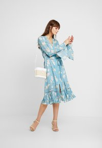 We are Kindred - MIA DRESS - Skjortekjole - teal posey - 1