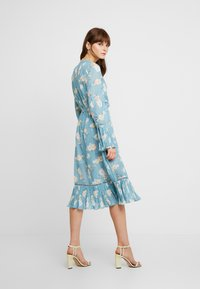 We are Kindred - MIA DRESS - Skjortekjole - teal posey - 2