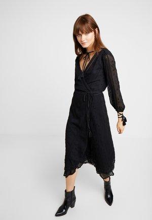COCO SPLIT SLEEVE MIDI DRESS - Denní šaty - black