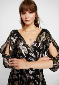 We are Kindred - HARLOW WRAP MAXI DRESS - Occasion wear - reflections - 4