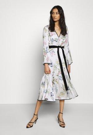 ELOISE BUTTON THROUGH DRESS - Shirt dress - ecru delphinum