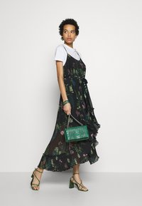 We are Kindred - FRANKIE PLEATED DRESS - Maxi šaty - black delphinum - 1