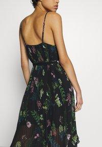 We are Kindred - FRANKIE PLEATED DRESS - Maxi šaty - black delphinum - 5