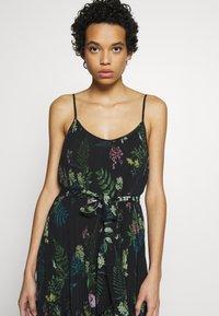 We are Kindred - FRANKIE PLEATED DRESS - Maxi šaty - black delphinum - 3