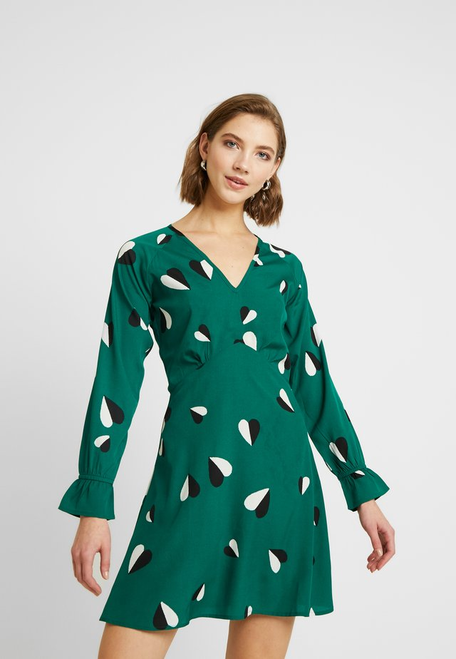 RUFFLE CUFF V-NECK MINI TEA DRESS - Kjole - green