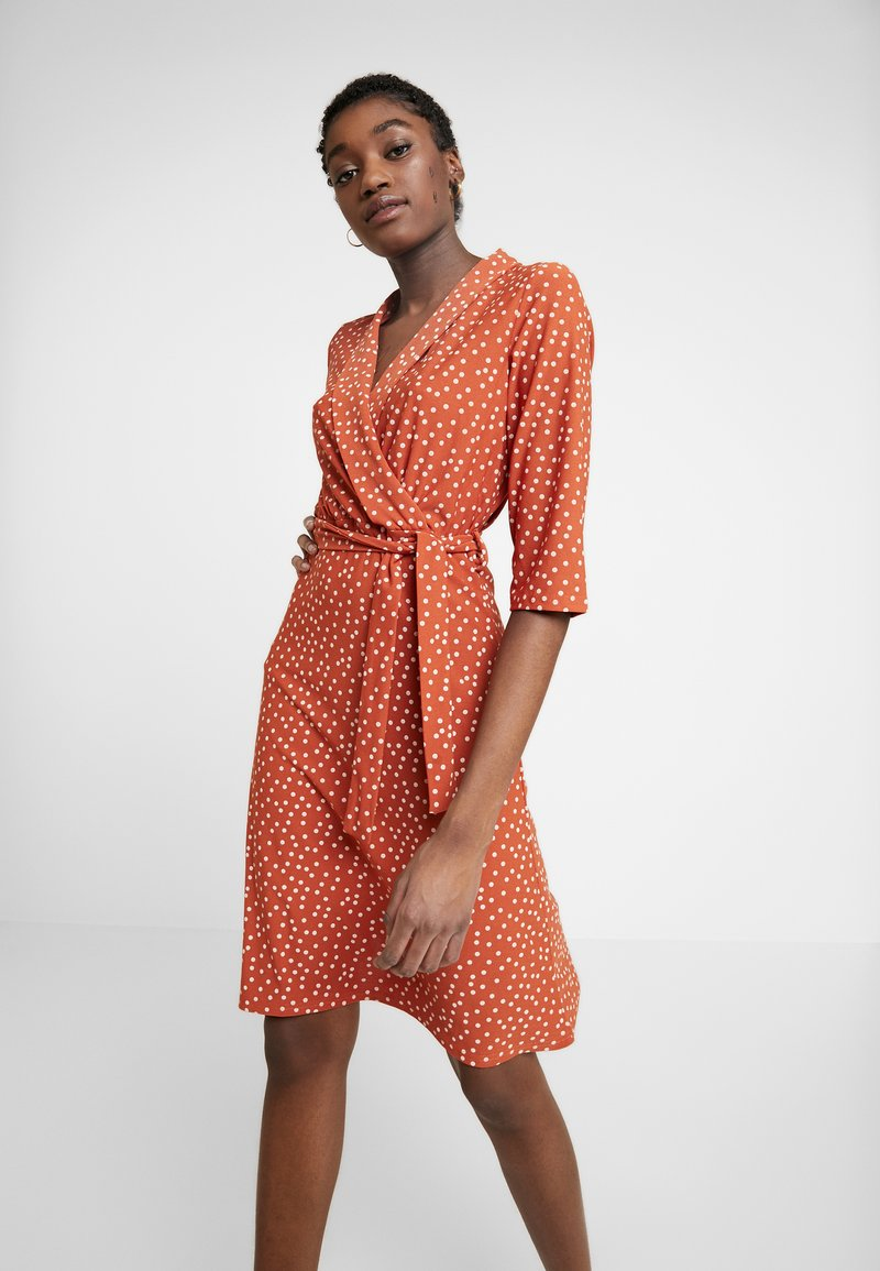 Wednesday's Girl - 3/4 LENGTH SLEEVE BELTED WRAP FRONT MIDI DRESS - Jersey dress - brown/white