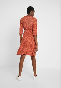 Wednesday's Girl - 3/4 LENGTH SLEEVE BELTED WRAP FRONT MIDI DRESS - Jersey dress - brown/white - 3