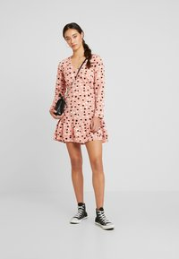 Wednesday's Girl - RUFFLE HEM MINI TEA DRESS - Vestito estivo - pink - 2