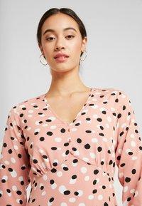 Wednesday's Girl - RUFFLE HEM MINI TEA DRESS - Robe d'été - pink - 4