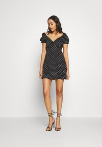 Wednesday's Girl - TIE FRONT SWEETHEART NECKLINE MINI DRESS - Vapaa-ajan mekko - black/white - 1