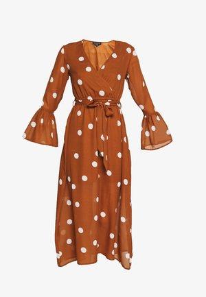 WRAP FRONT DRESS - Denní šaty - brown/white