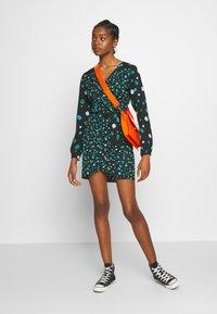 Wednesday's Girl - BALOON SLEVE WRAP MINI DRESS - Day dress - black/green spot - 1