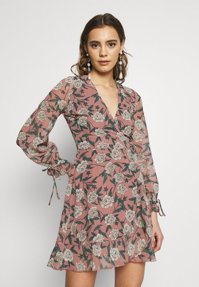 WRAP RUFFLE TEA DRESS - Vardagsklänning - blush