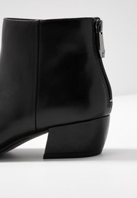 What For - FERDINAND - Boots à talons - black - 6