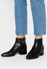 What For - LYNETTE - Boots à talons - black - 0