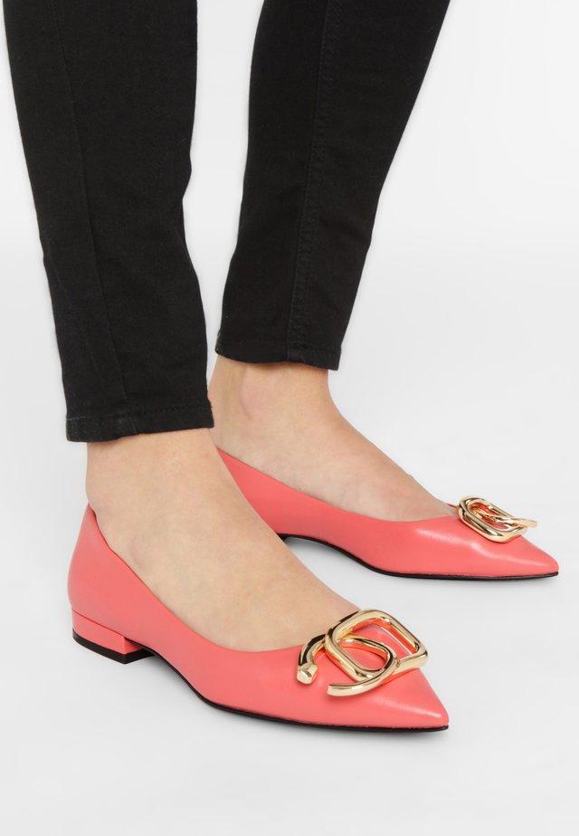 Ballet pumps - coral