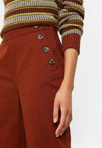 WE Fashion - Spodnie materiałowe - red - 4
