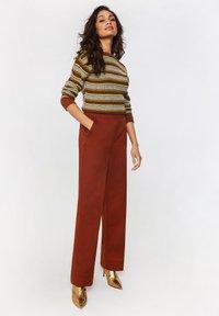 WE Fashion - Spodnie materiałowe - red - 3
