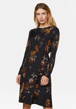 MIT BLUMENMUSTER - Vestido informal - black