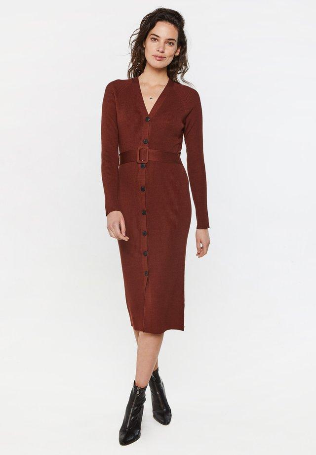 Sukienka dzianinowa - vintage red