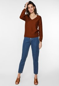 WE Fashion - MIT STRUKTURMUSTER - Longsleeve - rust brown - 1
