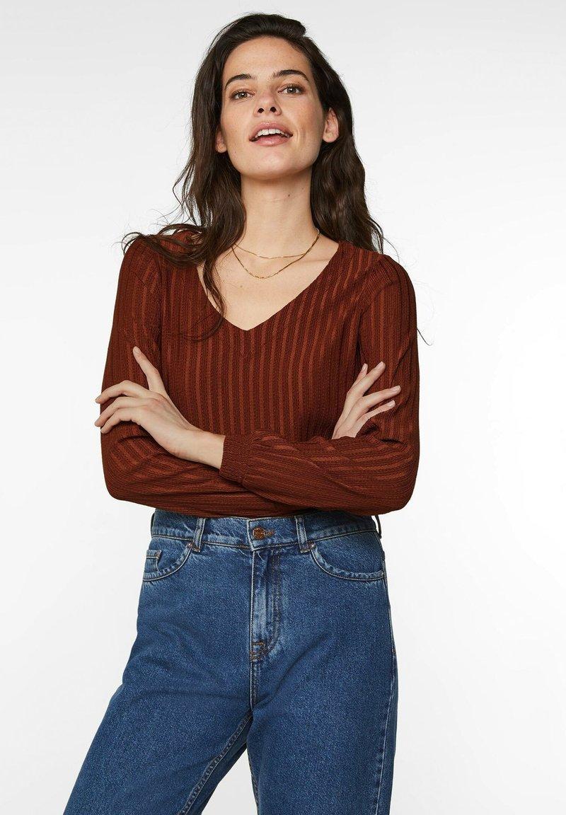 WE Fashion - MIT STRUKTURMUSTER - Longsleeve - rust brown