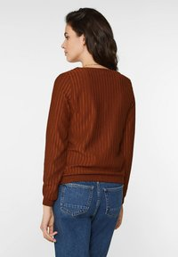 WE Fashion - MIT STRUKTURMUSTER - Longsleeve - rust brown - 2