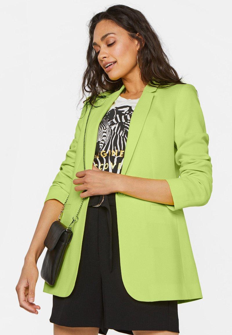 WE Fashion - MIT STRUKTURMUSTER - Cappotto corto - bright green