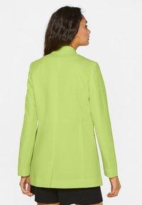 WE Fashion - MIT STRUKTURMUSTER - Cappotto corto - bright green - 2