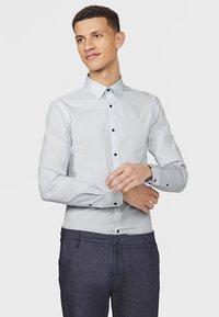 WE Fashion - SLIM FIT STRETCH - Overhemd - light grey - 0