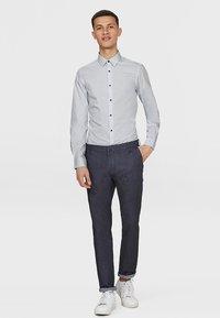 WE Fashion - SLIM FIT STRETCH - Overhemd - light grey - 1