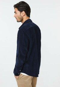 WE Fashion - Vapaa-ajan kauluspaita - dark blue - 2