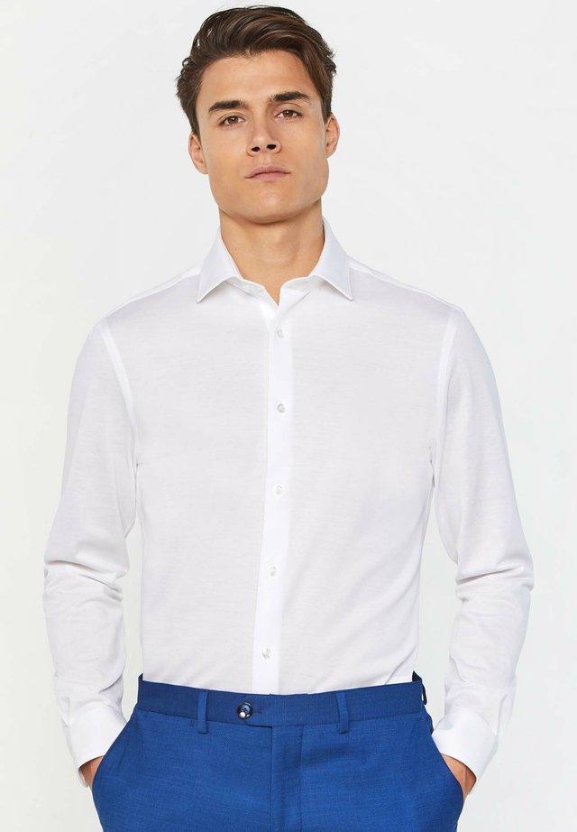 WE FASHION HERREN-SLIM-FIT-HEMD AUS BAUMWOLLPIQUÉ - Koszula - white