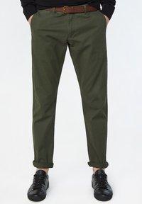 WE Fashion - EFFEN  - Chinot - army green - 0