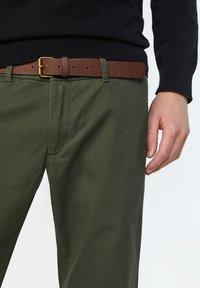 WE Fashion - EFFEN  - Chinot - army green - 4