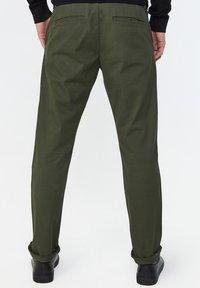 WE Fashion - EFFEN  - Chinot - army green - 2