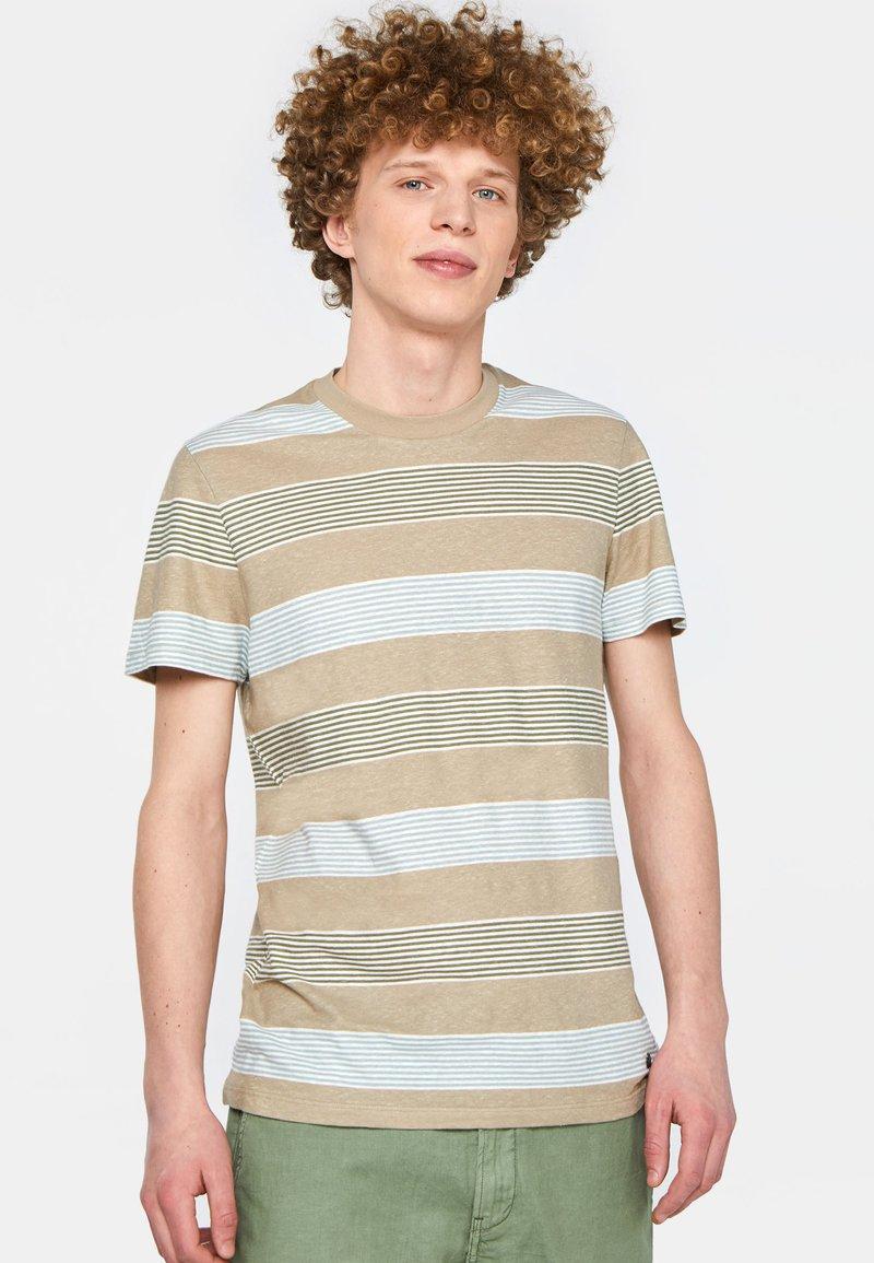 WE Fashion - WE FASHION HERREN-T-SHIRT AUS GESTREIFTEM LEINEN-MIX - Print T-shirt - beige