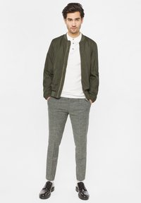 WE Fashion - WE FASHION HEREN LICHTGEWICHT BOMBERJACK - Bomberjacks - army green - 1