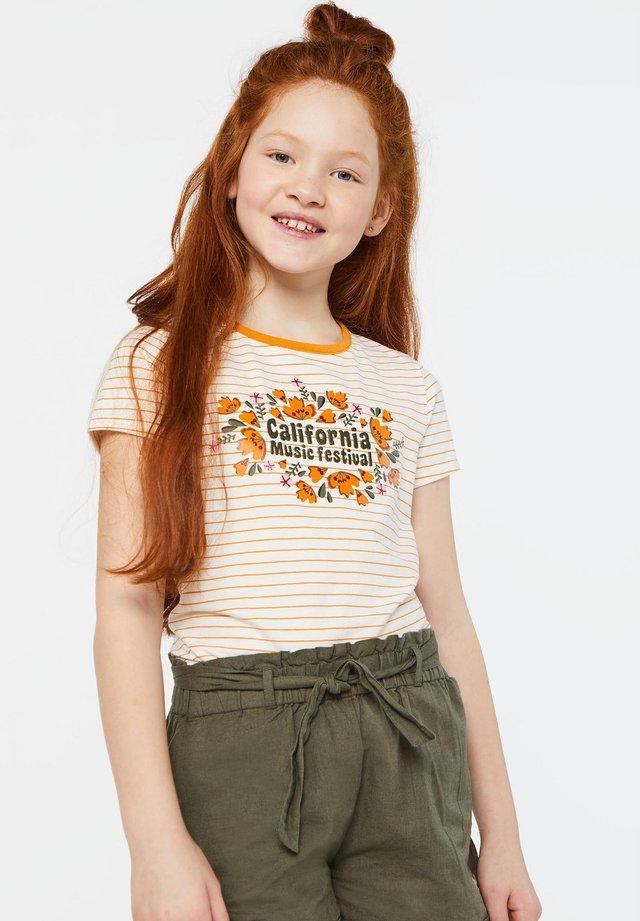 WE FASHION MÄDCHEN-T-SHIRT MIT STREIFENMUSTER UND AUFDRUCK - T-shirt print - orange